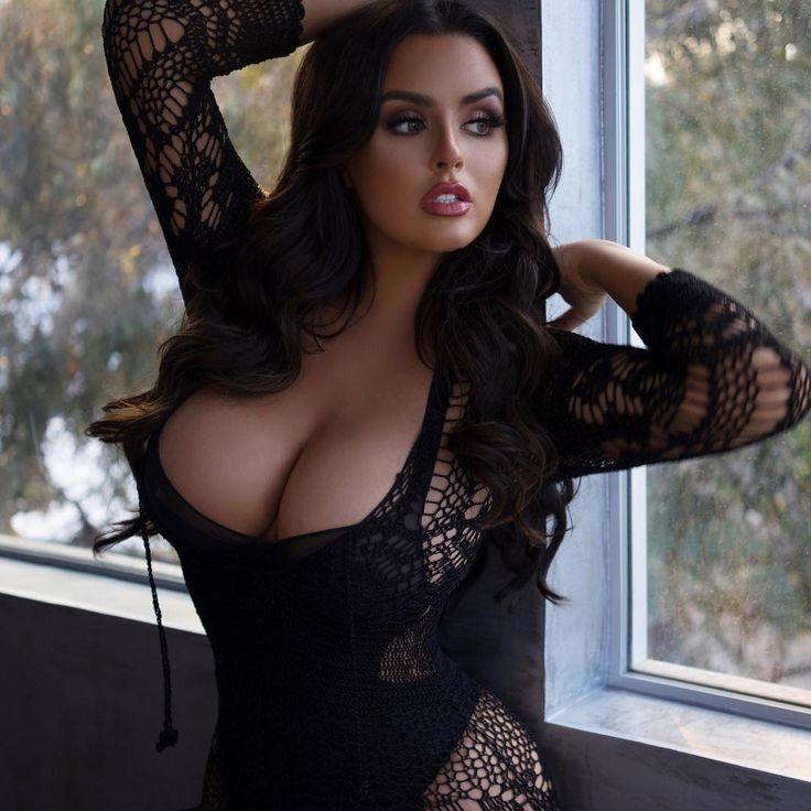 женщины с пышной грудью-фото
