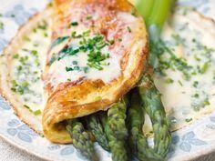 Tolles Spargel-Omelette Rezept von Sarah Wiener - Mahlzeit! #spargel #igraal - Asparagus Omelette recipe from Sarah Wiener