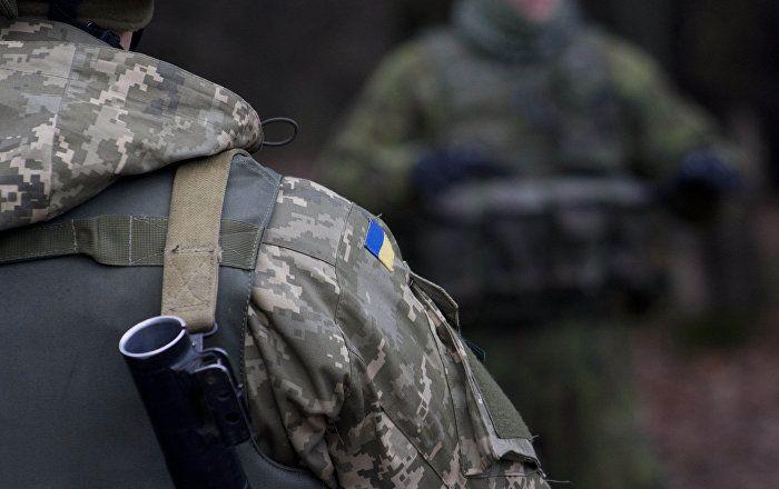 In der Ukraine ist es zu einem bewaffneten Zusammenstoß zwischen der Regierungsarmee und einem regierungstreuen Freiwilligen-Bataillon gekommen. Schauplatz der gewaltsamen Auseinandersetzung war ein Dorf nahe der Grenze zu der von Kiew beanspruchten russischen Halbinsel Krim.