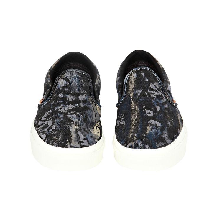 Classic slip-on nature camo sneakers, 80,00€.