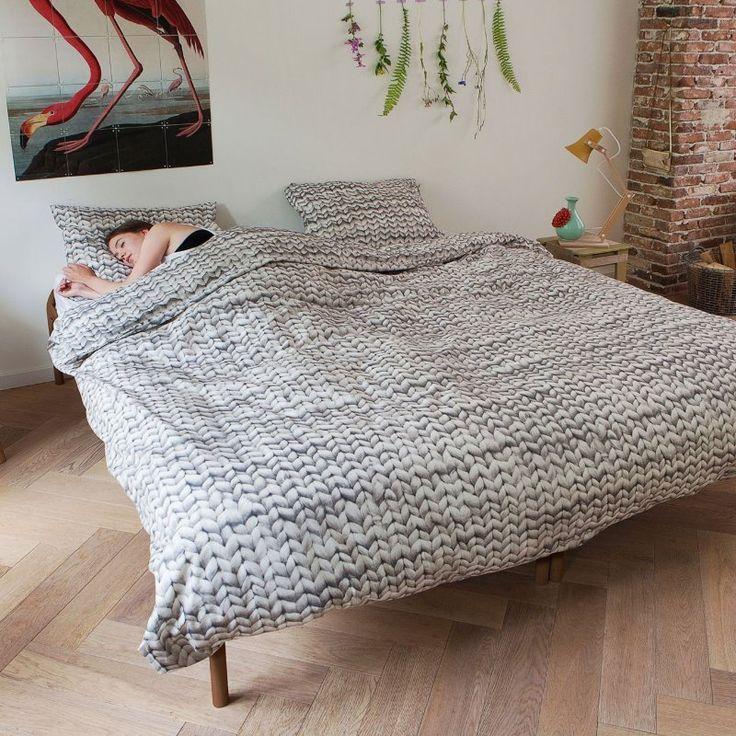 Twirre Grå Sengesett fra Snurk. Denne og mange andre flotte design finner dere på vår nettbutikk: http://www.sengemakeriet.com/webshop.aspx?pageid=78949&catId=23155&groupId=27825&Product=112306#products