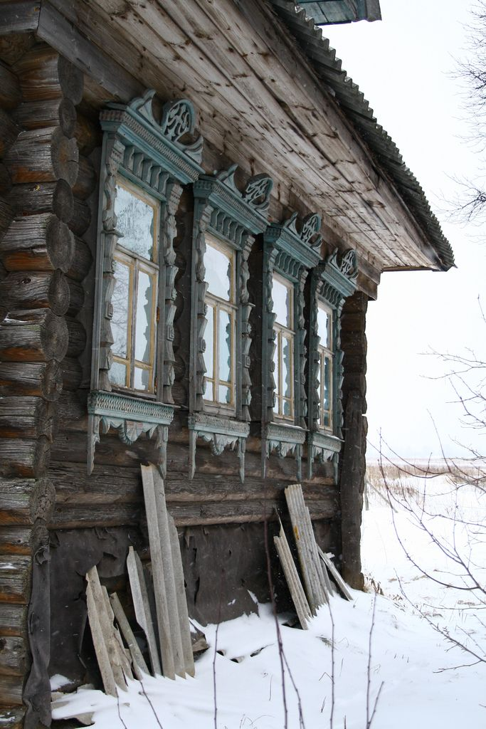 Cozy winter cabin things i love pinterest log for Log cabin window