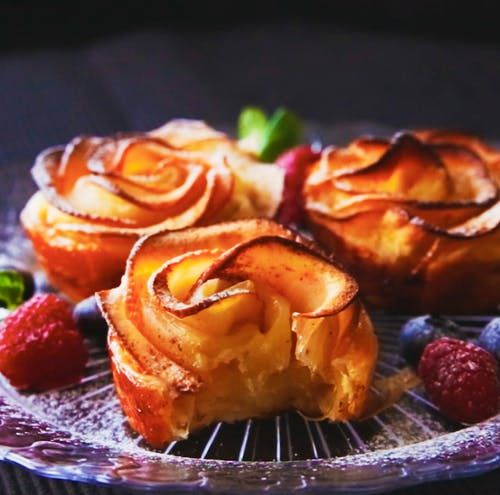 Recipe with video instructions: Pretty enough for a fancy party, yet tasty enough to make whenever you're craving some baked apple goodness. Ingredients: 1 apple, 1 tablespoon lemon juice, 3 tablespoons water, 1 to 2 sheets puff pastry, 1/4 cup cream cheese, 3 tablespoons sugar, Cinnamon