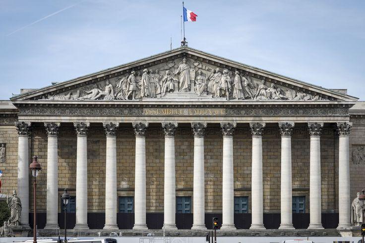 C'est LE FOUTOIR!!!!!Vice-présidente de l'Assemblée nationale, la macroniste Carole Bureau-Bonnard était chargée mardi après-midi d'animer la séance d'examen du projet de loi «confiance dans l'action publique». C'était sans compter son manque d'expérience...