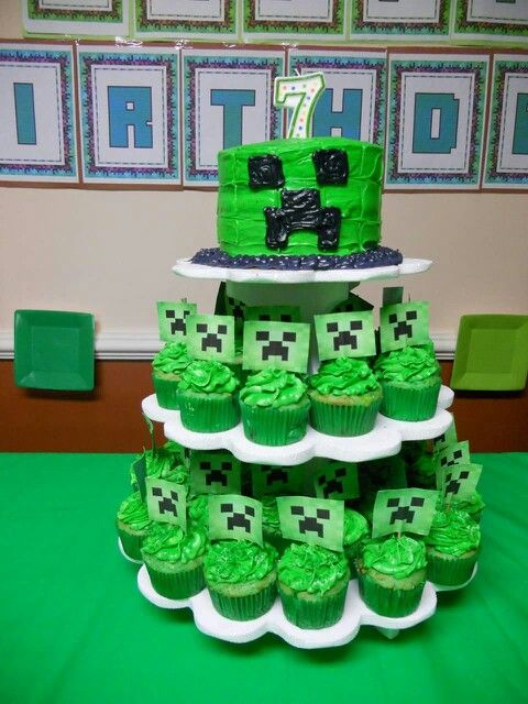 Quick and easy minecraft cake and cupcake.