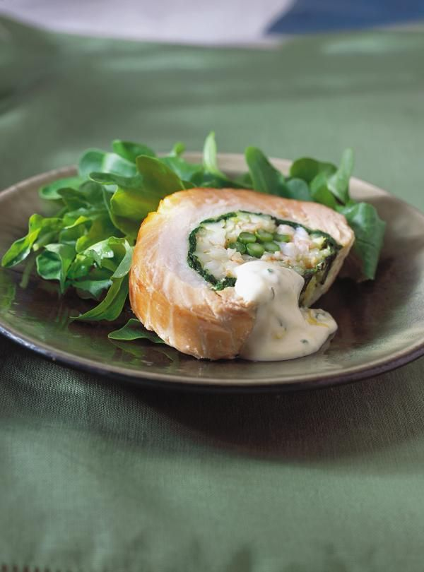 Recette de Ricardo : Rôti de saumon froid farci aux crevettes et aux légumes