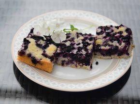 Jogurtový koláč s ovocem a drobenkou