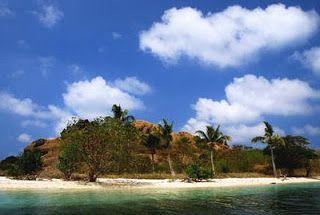 Wisata Menarik Nusa Tenggara Timur – Nusa Tenggara Timur adalah sebuah Provinsi yang terdiri lebih dari sekitar 550 pulau, namun Nusa Tenggara Timur didominasi oleh tiga pulau utama yaitu Flores, Sumba, dan Timor. Wisata Menarik Nusa Tenggara Timur berada di posisi yang unik