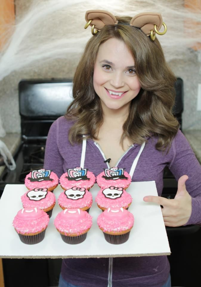 Rosanna Pansino with Monster High cupcakes! ♥ (^_^)