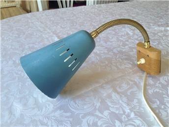 Vägglampa/Sänglampa Metall ,mässing retro 50-60 tal blå Schabbyskick