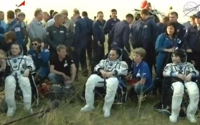 Samantha Cristoforetti è tornata sulla Terra assieme ai suoi colleghi segnando la fine della Expedition 43 L'astronauta Terry Virts della NASA, il cosmonauta russo Anton Shkaplerov, e l'astronauta italiana Samantha Cristoforetti, sono tornati sulla Terra sulla navicella spaziale Soyuz TMA-15M. #missionispaziali #nasa #esa