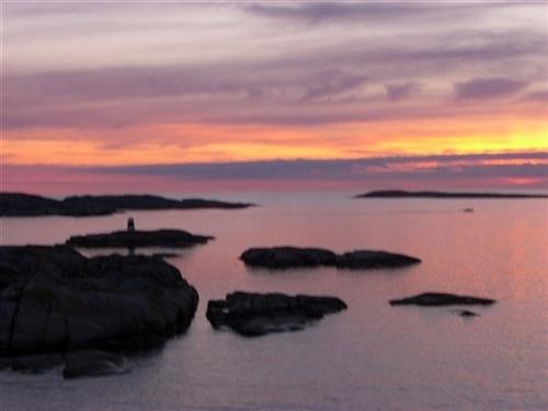 Sunset in the Archipelago.  #tramonto #rosa #mare #scogli #arcipelago