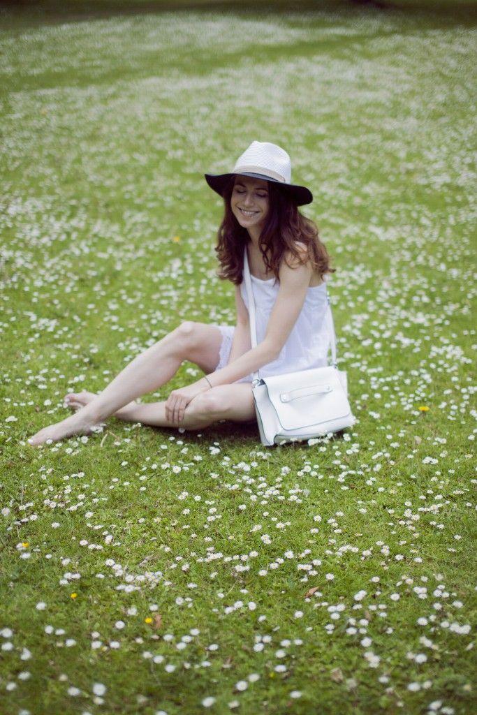 #whitedressoutfit #daisy #dress #style #strawhat #grass #happiness