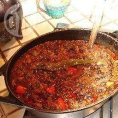 El Chili es un plato tradicional tex-mex, de la influencia mexicana sobre la gastronomía americana. Es básicamente un guiso a base de porotos negros, carne y picada y el condimento mexicano tradicional: chile.