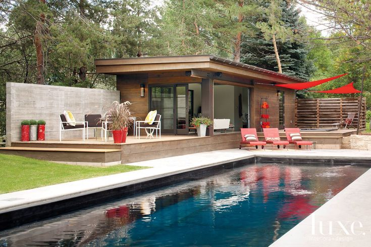 10 pretty pool houses luxeworthy design insight from for Pool design hours