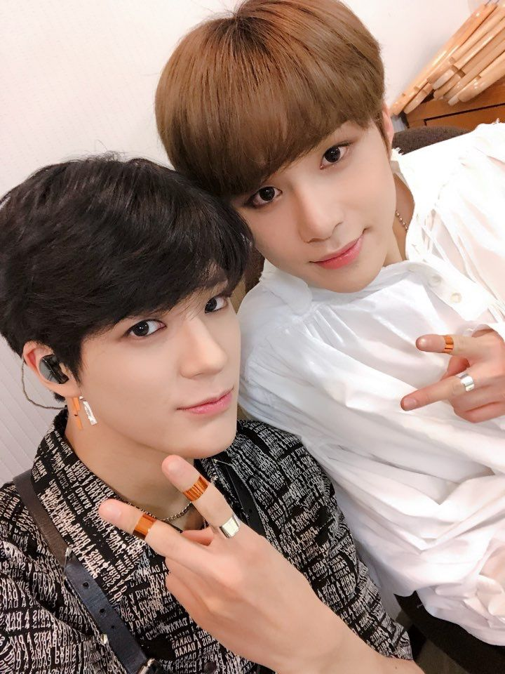 SMTOWN LIVE 2018 IN OSAKA    #Jeno and #Jungwoo    #NCTU ...