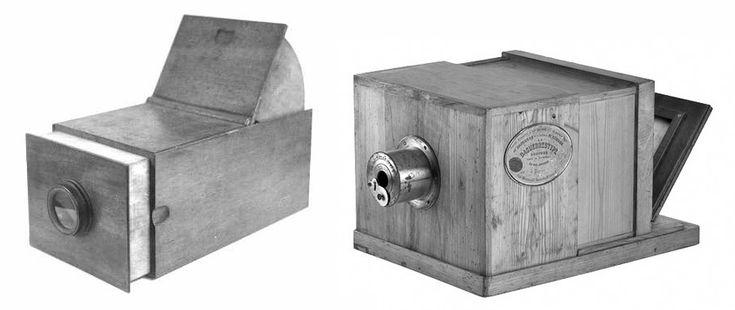 À esquerda, uma câmara escura. À direita, um Daguerreótipo.