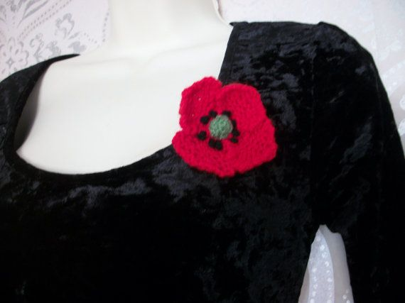 Small Poppy Brooch Hand Knitted by thekittensmittensuk on Etsy, £5.00