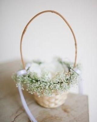 Quer economizar na cestinha da florista? Que tal caprichar em um modelo feito por você? #florista #casamento #flower #ceub #casaréumbarato #wedding #instawedding #weddingday #inspiração #diy #doityourself #weddingdiy