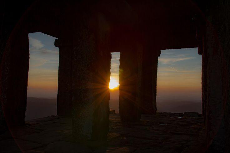"""jamesreed68 posted a photo:  """" La nuit ne tombe pas à Rome ; elle s'élève du cœur de la ville, des sombres petites ruelles et des cours où le soleil ne pénètre que d'un rayon, puis, comme la brume du Tibre, elle glisse sur les toits et se déploie sur les collines.""""  Caroline Llewellyn"""