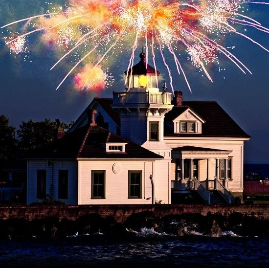 Visit the Mukilteo Lighthouse Festival this weekend for amazing food, art, fireworks and a fudge carving contest! Sept 7-9, 2012.