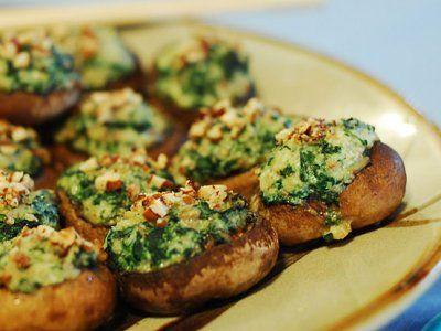 Receta de Champiñones Rellenos de Espinacas | Los Champiñones Rellenos de Espinacas son una deliciosa opción de guarnición saludable con la que quedarás como una diosa de la cocina.