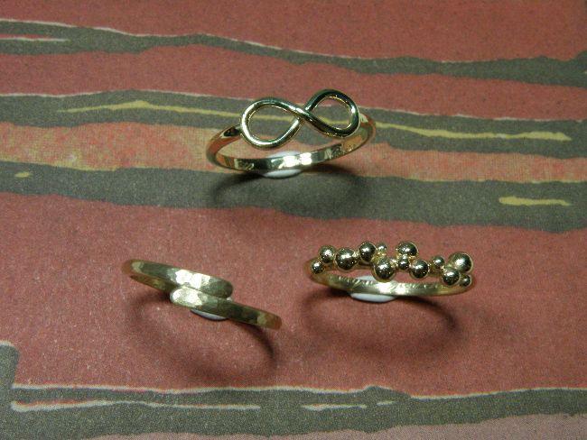 * heirloom | oogst-sieraden * Ringen * Ring met hamerslag en overlap * Ring met oneindig teken * Ring met bolletjes * Vervaardigd van de trouwringen van opa en oma * Voor alle 3 de nichtjes een nieuwe ring * Maatwerk *