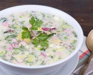 Soupe froide minceur de concombre et radis au yaourt bulgare : http://www.fourchette-et-bikini.fr/recettes/recettes-minceur/soupe-froide-minceur-de-concombre-et-radis-au-yaourt-bulgare.html