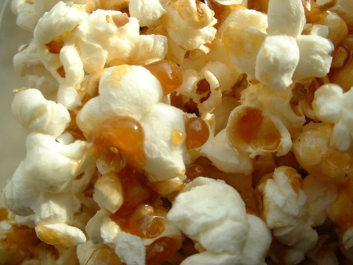 Maple caramel popcorn,  This  looks so delicious,  I am making this tomorrow.: Caramel Popcorn, Creatief Koken, Maple Caramel, Edible Art And, Syrup Recipes, Culinary Collection, Maple Syrup, Favorite Recipes, Carmel Popcorn