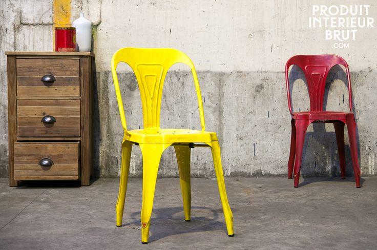 Vintage-Stuhl in antikem gelb und rot. Produit intérieur brut