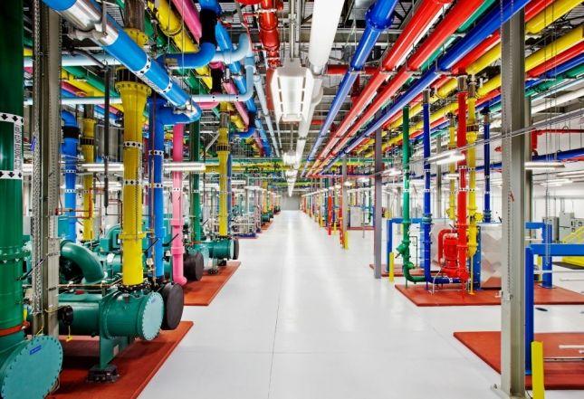 Что это такое разноцветное? Знакомьтесь, дата-центр компании Google.