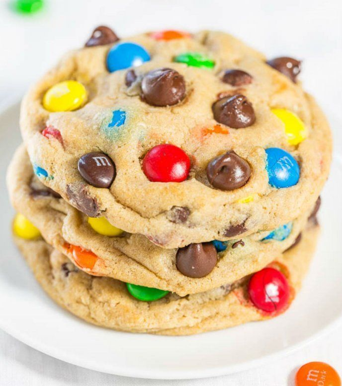 The Best Soft and Chewy M&M'S Cookies - Big, bakery-style cookies you can make at home that are BETTER than the bakery's! An easy recipe for the classic cookies everyone loves! Chocolate Chip Cookies, Gooey Cookies, M M Cookies, Pudding Cookies, Cookies Et Biscuits, Yummy Cookies, Chocolate Chips, Cookies Soft, Soft Monster Cookies