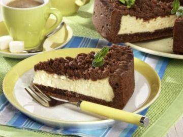 Tvarohový koláč s kakaovou drobenkou    250 g hl mouky 150 g Hera 1 vejce 1 lžička prdopeč, špetka soli. 20 g kakaa 125 g moučkového cukru   náplň     500 g tvarohu 3 vejce 2 lžíce pudinku 1 lžička citrón 80 g cukru 2 vanilkové cukry   drobenka 150 g hl mouky 75g máslo 75g cukr lžíce kakao