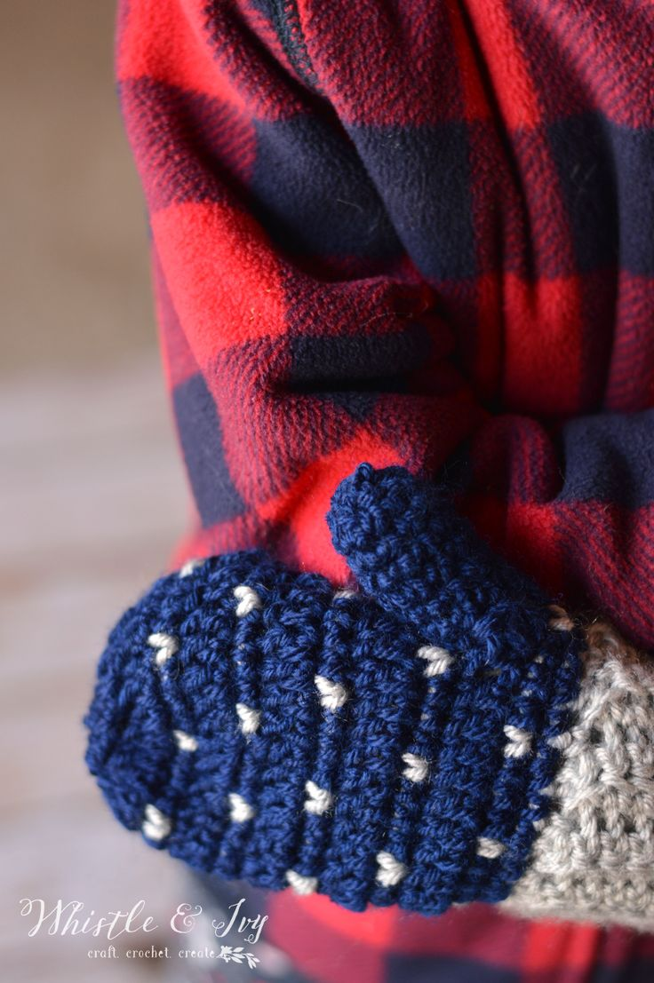 18 best gloves images on pinterest crochet free patterns snow fall mittens crochet these gorgeous mittens with a lovely falling snow pattern and mix bankloansurffo Images