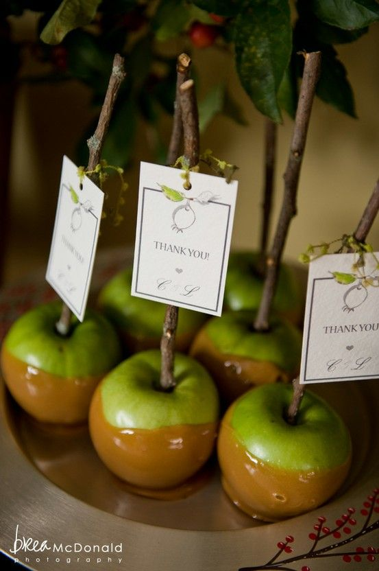 Caramel Apple thank you gifts for the guests at a Fall wedding. Great idea! Maybe not thank you gifts etc but def a few of them on the table to bring festivities there ya!