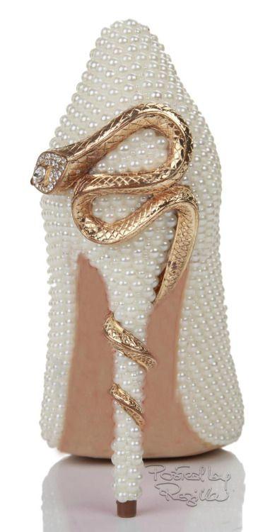 White Pearl Snake Embellished Point Toe Pump ~ 2014. Me fascina el detalle de la serpiente!