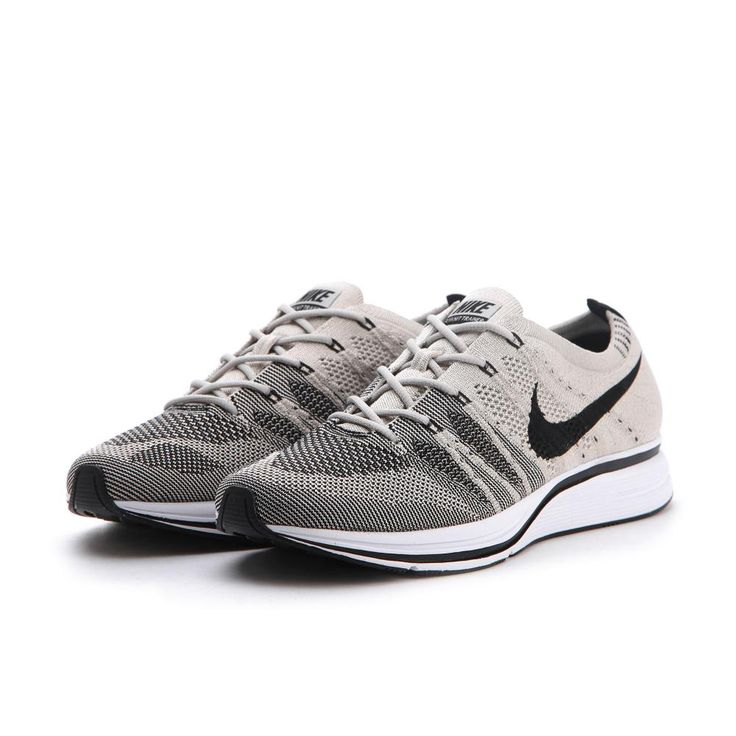 Le produit Nike - FLYKNIT TRAINER de couleur PALE GREY/BLACK-WHITE de la