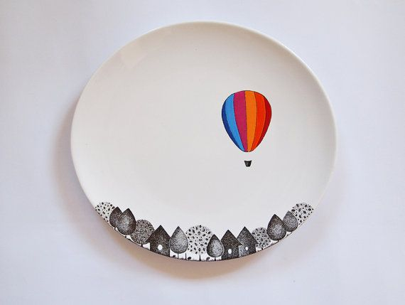 Ceramic painting idea! Simple but so effective with the colour contrast! And who doesn't love hot air balloons