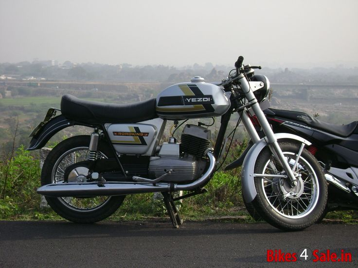 Ideal Jawa Yezdi RoadKing Picture 1. Bike ID is 30692. Motorcycle located in Andhra Pradesh Hyderabad