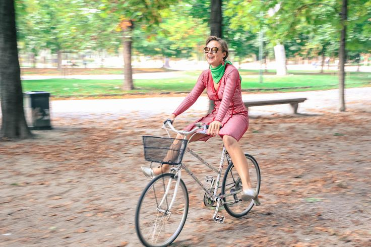 Quattromani dress fashion blogger vintage look Kyme sunglasses Bicycle bike
