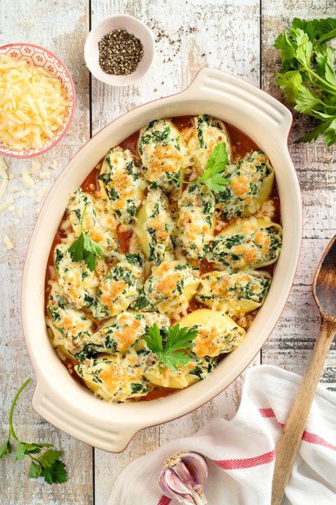 INGRÉDIENTS PAR SAPUTO   Cette recette italienne de coquilles farcies à la saucisse, aux épinards et au fromage Ricotta Saputo est parfaite pour un souper à partager. Facile à réaliser et délicieusement gratinée, vous n'aurez qu'à déposer le plat au centre de la table pour faire le bonheur de toute la famille!