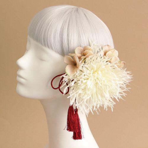 花髪飾りコーディネート - 糸菊とトルコキキョウの髪飾り(白)に赤タッセル_ウェディングヘッドドレスと花髪飾りairaka