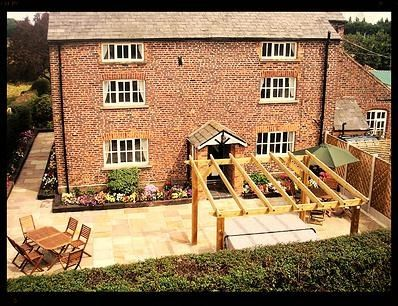 Brookbank Farm - Sleeps 16 - Crewe Cheshire - self catering in North West England. The Hen House - fabulus hen party accommodation and amazing wedding venues. http://www.henpartyvenues.co.uk/cottage/che3884/Crewe/Brookbank-Farm/