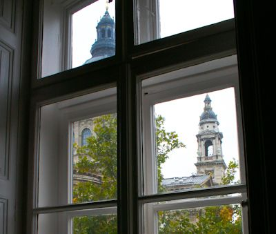 View from the living and dining room to St. Istvan Basilica