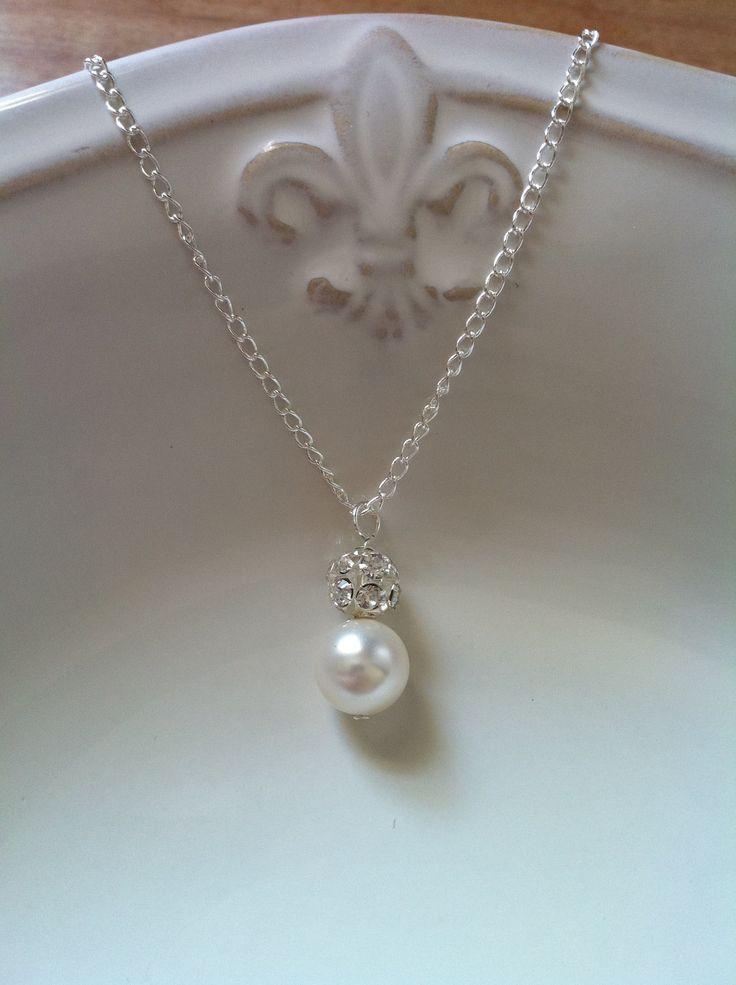 best 25 single pearl necklace ideas on pinterest pearl. Black Bedroom Furniture Sets. Home Design Ideas