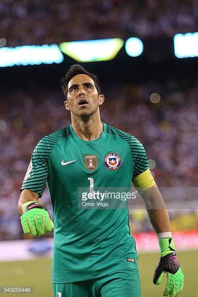 Claudio Bravo of Chile reacts during the championship match between Argentina and Chile at MetLife Stadium as part of Copa America Centenario US 2016...