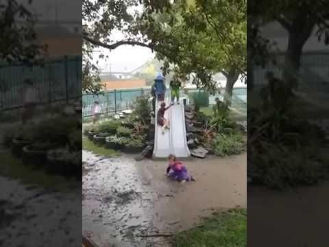 Беззаботное детство, когда дождливая погода только в радость