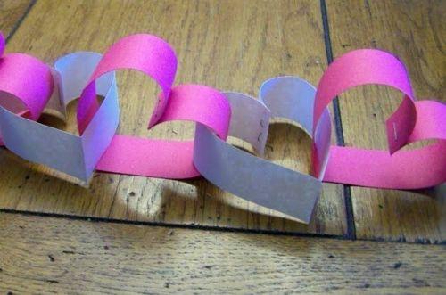 Leichte DIY Party Dekoration aus Papier herzen lila rosa