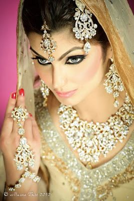 Wow, look at all those diamonds...classy and traditional! visit www.yourdreamshaadi.co.uk for more tips and advice!