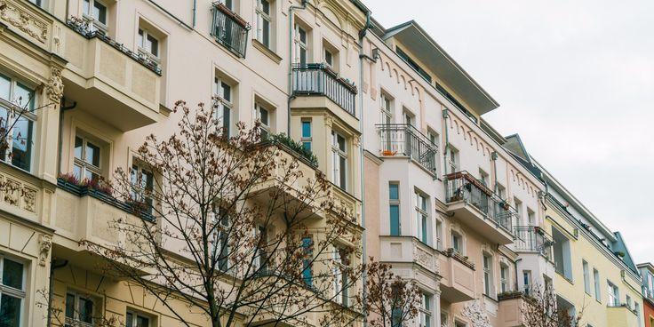 Neue Studie:  So macht die verfehlte Immobilienpolitik viele Millionen Deutsche ärmer.,  Einmal im Leben, zahlt jeder eine Immobilie, aber es stellt sich nur die Frage, für sich  selbst oder für andre!  Quelle businessinsider: http://www.businessinsider.de/neue-studie-so-macht-die-verfehlte-immobilienpolitik-millionen-deutsche-aermer-2017-3